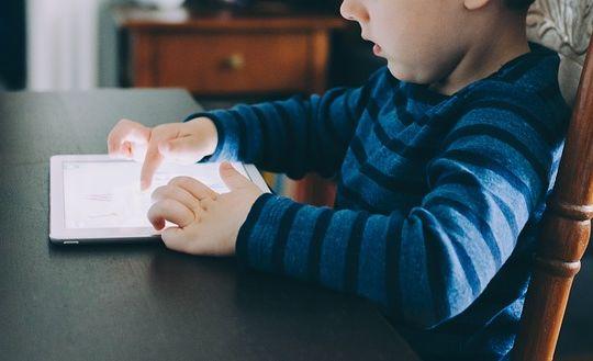 Les écrans et nos enfants : attention danger !